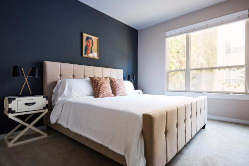 A bed or beds in a room at Sonder — Pearl District
