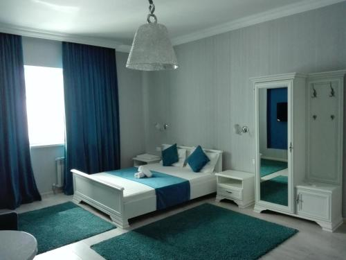 A bed or beds in a room at Bon Mary Apart Hotel