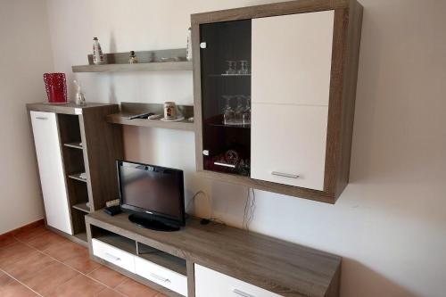 A television and/or entertainment center at Apartman Jakov