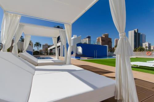 A balcony or terrace at Urbano Blanco Apartments