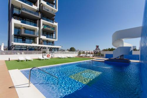 The swimming pool at or close to Urbano Blanco Apartments