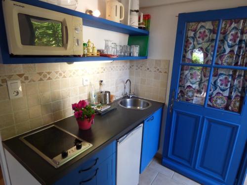 A kitchen or kitchenette at Le Hameau