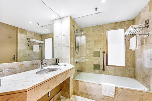 A bathroom at Ocean View King Room - Surfers Paradise