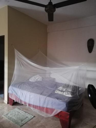 سرير أو أسرّة في غرفة في 10 dolares la habitación
