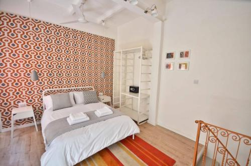 A bed or beds in a room at Eight Point Living 34B