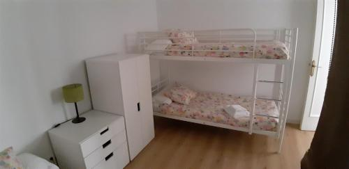 A bunk bed or bunk beds in a room at Piso Zona Plaza España, junto a Montjuic,
