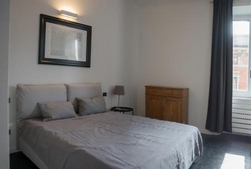 A bed or beds in a room at Appartamento Lusso Milano Centro Duomo Castello P1