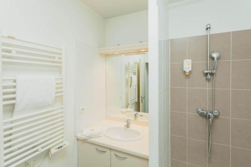 Salle de bains dans l'établissement Appart-Hôtel Mer & Golf City Perpignan Centre