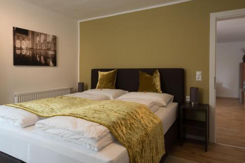 Ein Bett oder Betten in einem Zimmer der Unterkunft Apartment Villa Leopoldskron
