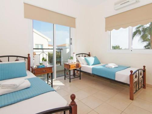 A bed or beds in a room at Villa 140
