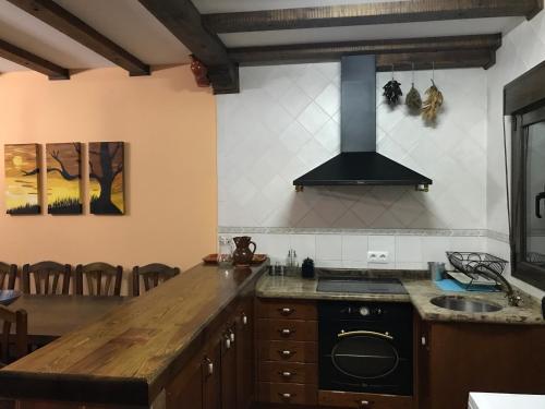 A kitchen or kitchenette at CASA RURAL LA IBIENZA