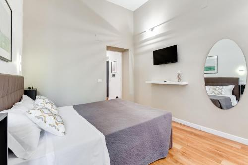A bed or beds in a room at BDC - Central Holiday House