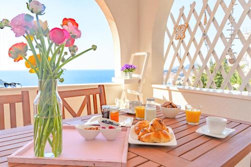 A restaurant or other place to eat at Dubrovnik Colors - Old Town View Apartment No1