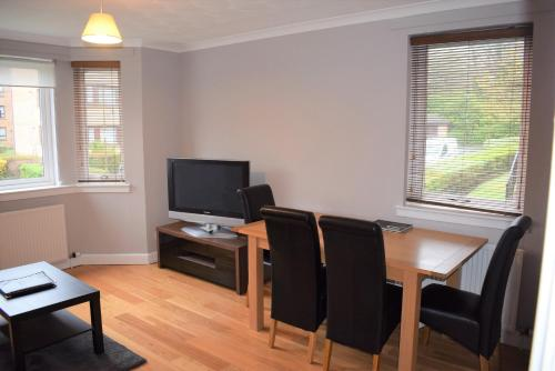A television and/or entertainment center at Kelpies Serviced Apartments - Cameron