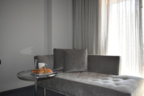 Cama ou camas em um quarto em ParkTower Suites