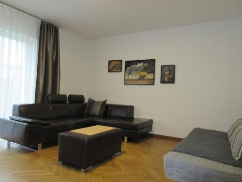 Ein Sitzbereich in der Unterkunft Home Apartments