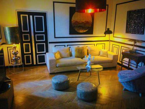 A seating area at Maison de Fogasses : Luxury Apartments