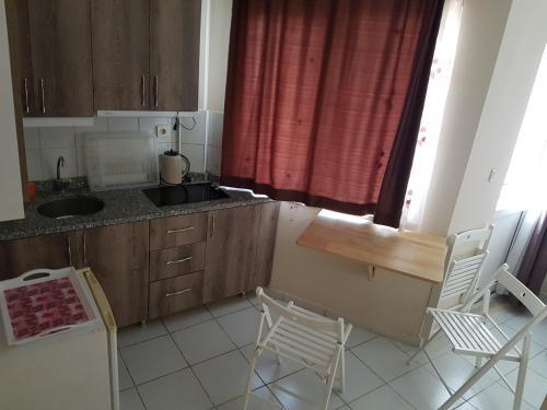 Кухня или мини-кухня в Kara Family Apart