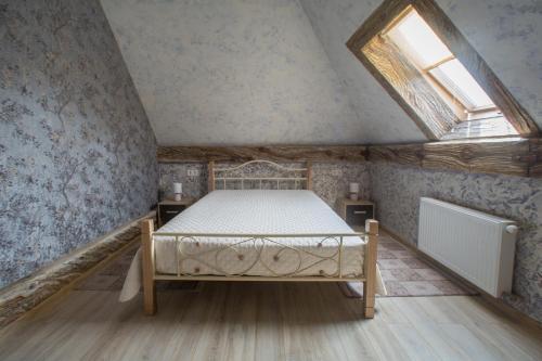 Llit o llits en una habitació de Apartments U Ratushi