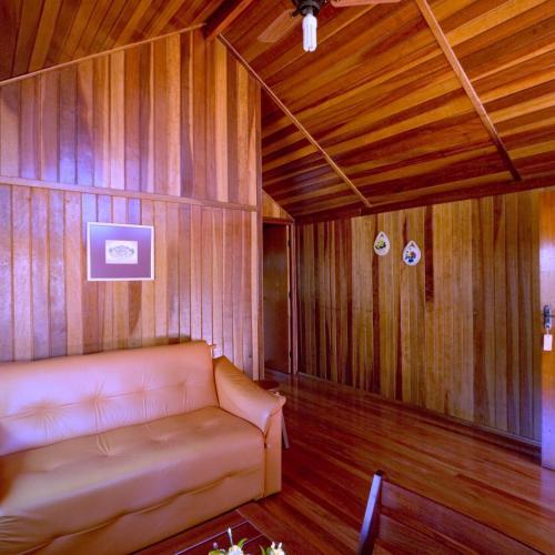 Uma área de estar em Chalé VIP