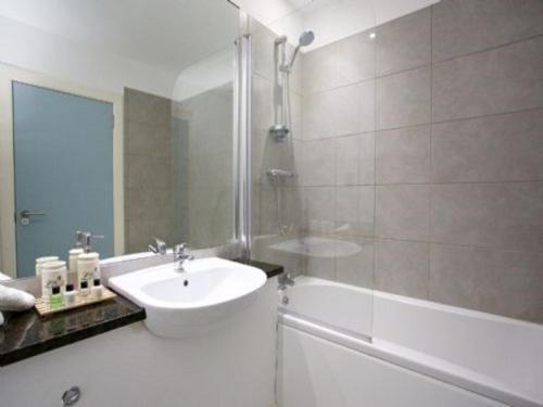 A bathroom at Apartment Tay Loch