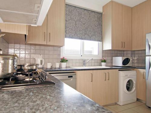A kitchen or kitchenette at Villa PEDAF8