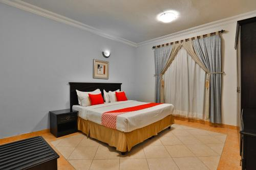 A bed or beds in a room at OYO 149 Sahat Al Bonduqiya Furnished Units