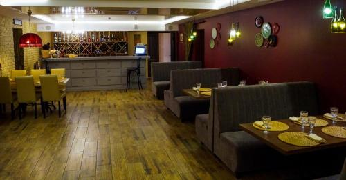 A restaurant or other place to eat at Пл. Минина пешком 2 минуты.