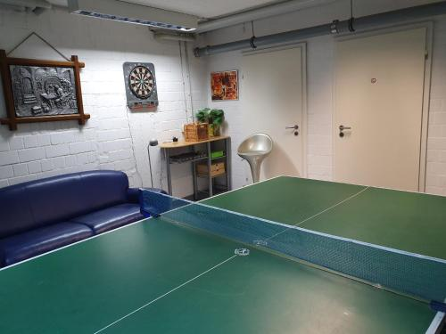 Ping-pong facilities at Das Nest Boardinghouse Hamburg Niendorf or nearby