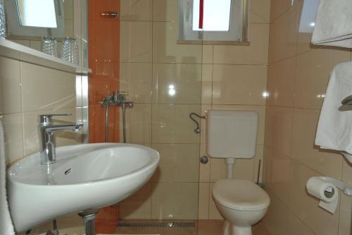 A bathroom at Apartmani Jadranka