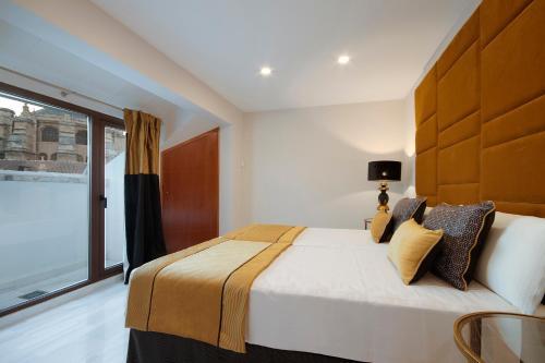 Cama o camas de una habitación en Habitat Suites Gran Vía