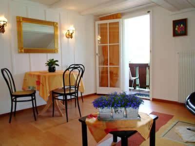 Ein Restaurant oder anderes Speiselokal in der Unterkunft Holiday Apartment Bellevue