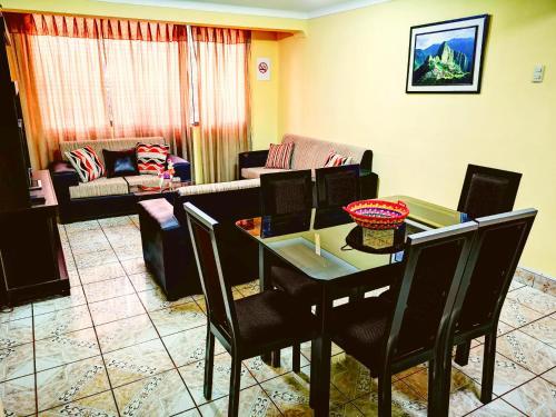 Un restaurante o sitio para comer en Rent Apartment - To Cusco