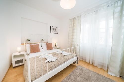 A bed or beds in a room at Apartments Pushkin