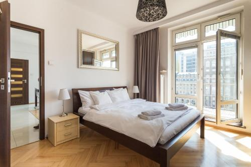 A bed or beds in a room at Apartament One by Your Freedom