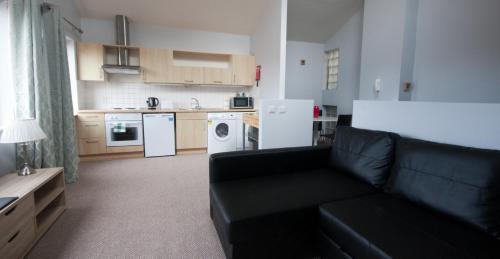 A kitchen or kitchenette at Ellis Quay Apartments