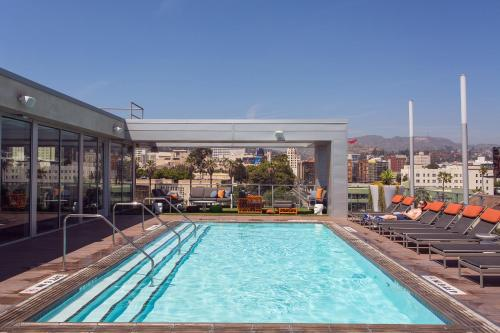 The swimming pool at or close to HOLLYWOOD LA LUXURY