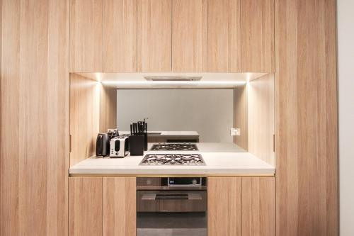 A kitchen or kitchenette at DD Apartments on Day