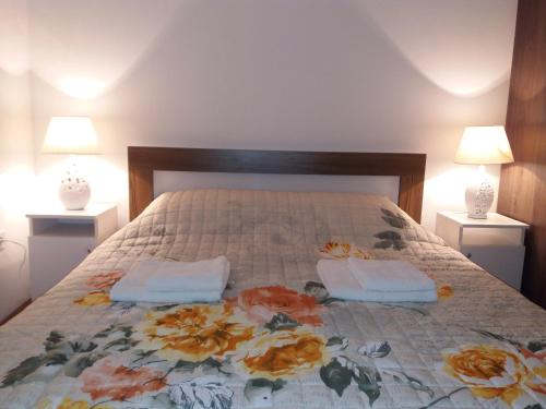 A bed or beds in a room at Apartment Mirkovic