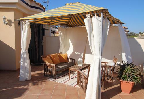 Un balcón o terraza de Residencial Almadraba E2