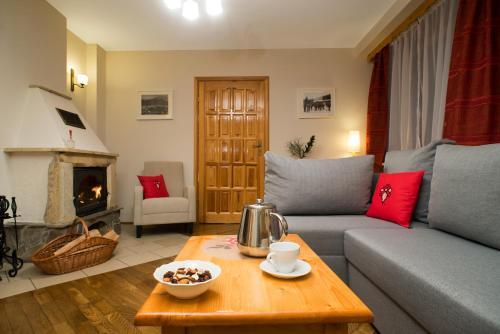 A seating area at Apartamenty ApartArt Zakopane