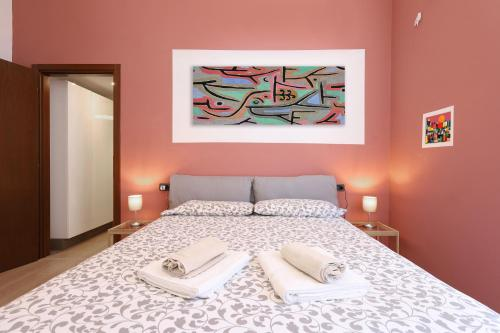 A bed or beds in a room at Lovely Isola