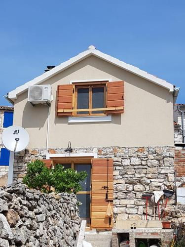 Villa Duboka, Otok Vis