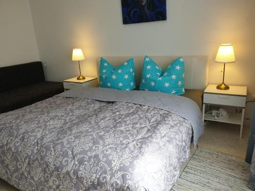 A bed or beds in a room at Apartment-Leopoldstreet