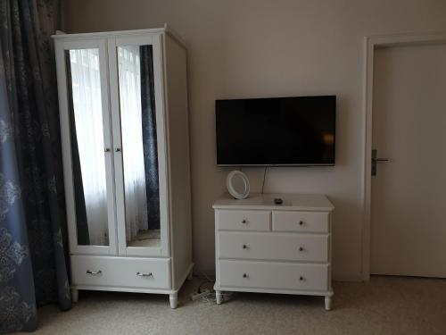 A television and/or entertainment centre at Apartment-Leopoldstreet