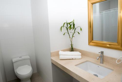 A bathroom at Eduardo Designer Apartments Miraflores