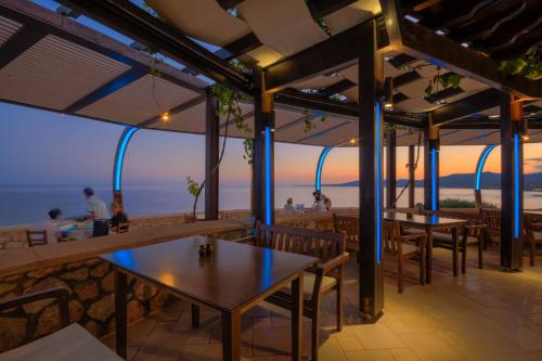 A restaurant or other place to eat at Al Mare Villas
