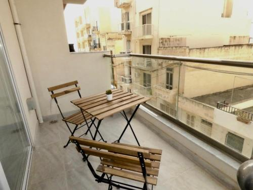 A balcony or terrace at Bugibba 1 Bedroom Apartment