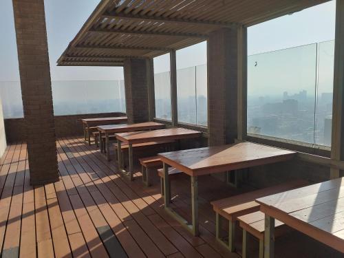 Un restaurante o sitio para comer en Apartamentos Turisticos Cavalcanti