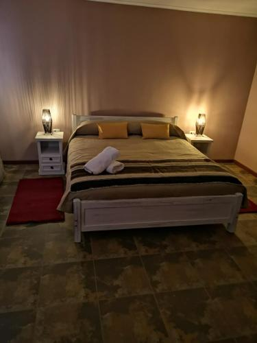 A bed or beds in a room at Hostal Katari